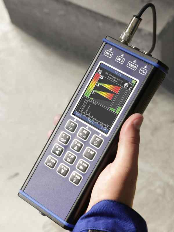 Vibration Meter Pro held in a hand
